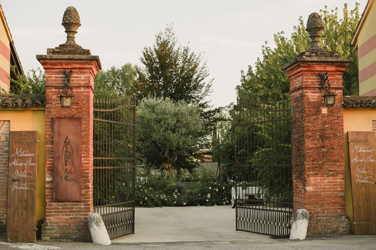 cancello-entrata-la-corte-del-conte